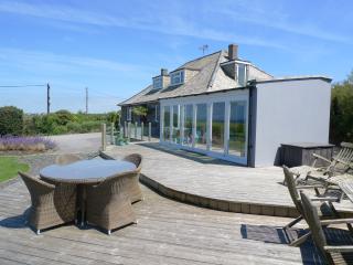 Tregea, stunning home in Harlyn Bay, sleeps 12, Padstow
