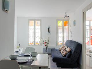Soleiada, 2 bedroom apartment with big screen!, Nizza
