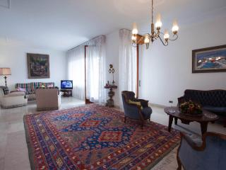Lungarno Luxury App. close to the Florence Center, Florença