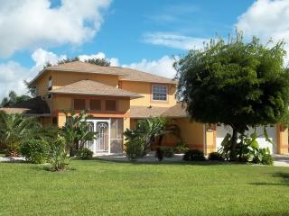 Villa Bella - Tranquil Outdoor Living, Cape Coral