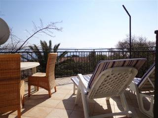 Holiday house Orhidea Bol-Family friendly