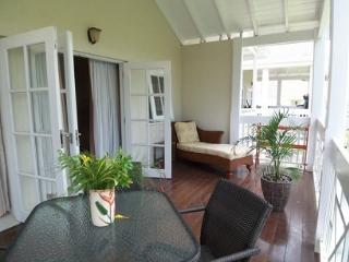 ROCKLEY 1 BEDROOM CONDO 8 MINUTE WALK TO BEACH