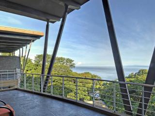 Penthouse Guacamayo Ocean View in Manuel Antonio, Manuel Antonio National Park