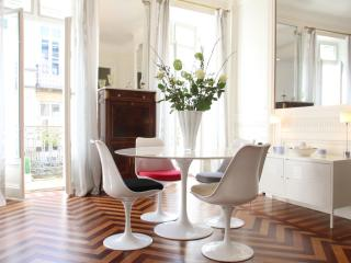 Bordeaux Golden Triangle - chic and convenient