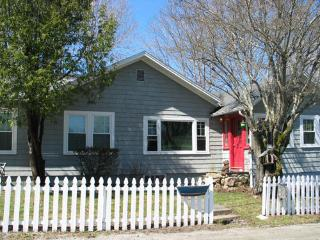Secluded Home-COTTAGE AT OTTER CREEK-Sleeps 9!