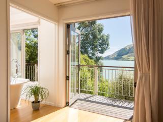 Romantic coastal accommodation, Cable Bay, Nelson