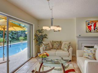 Lovely 3BD/2BT Fort Lauderdale family house with HEATED POOL