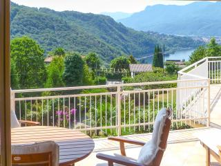 Italian Lakes 4 bedroom villa with pool, Luino