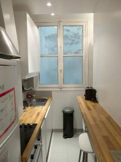 Small but well equipped kitchen.