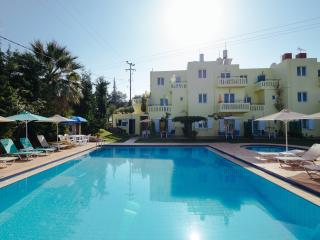 Kalithea apartments (ourdoor heated Pool) in Kalives