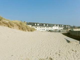 BEACH APARTMENT PERRANPORTH. Beachfront location. Free Wi-Fi. Dogs Welcome