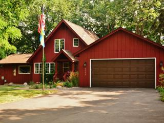 Liberty Bell Cottage on Beautiful Prior Lake