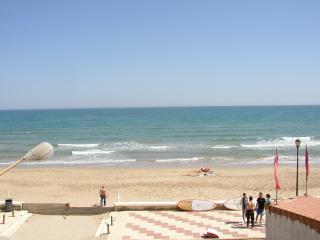 Vista espectacular desde la terraza a un paso del mar