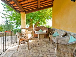 "Farmhouse apartment ""The Porch"" w/pool & garden, Loro Ciuffenna"