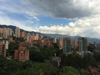 Lleras Studio w/ Views on a High Floor 0165, Medellín