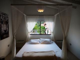 Sophisticated Suites / Quiet Neighborhood 0024, Medellin