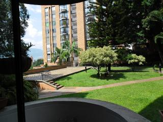 Poblado's Golden Mile 2 Bedroom w/ Pool 0094, Medellín