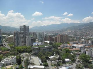 Gorgeous Poblado Rental 20th Floor w/ Pool 0120, Medellín