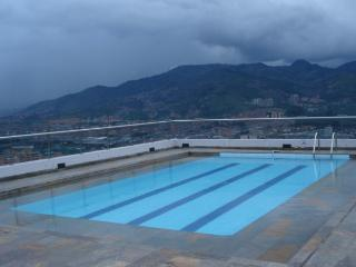15th Floor with Rooftop Pool Poblado 0127, Medellín