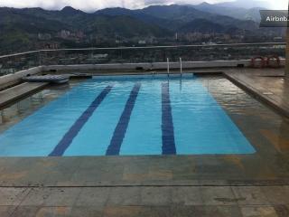 23 piso Poblado con piscina 0125, Medellín