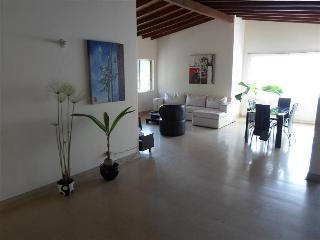 Spacious and Social Laureles House w/Rooms 0018, Medellín