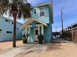 This 4 bedroom, 3.5 bath cottage brings the beach to your front door!, Port Aransas