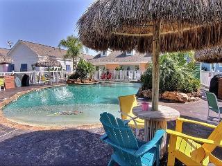 Spacious 3 bedroom 3 bath condo with a FABULOUS community pool!, Port Aransas