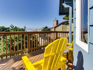 Oceanview home with a private hot tub & deck - one dog welcome!, Manzanita