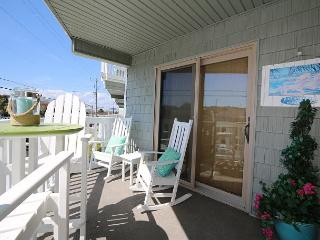 Summer Place A1 - Perfectly beachy first floor one bedroom ocean view condo., Wrightsville Beach