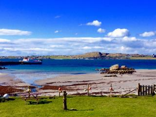 Mull, Self catering, beach, Fionnphort, Iona view