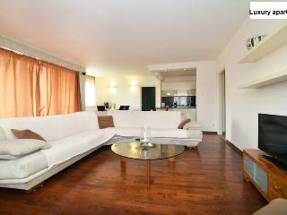 LUXURY APARTMENT WITH 3 BEDROOMS, Zagreb