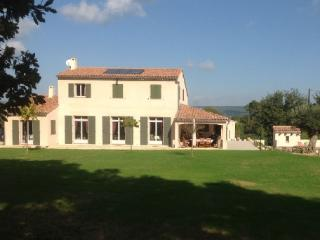 Holiday rental Villas Aix En Provence (Bouches-du-Rhone), 240 m2, 4 500 €