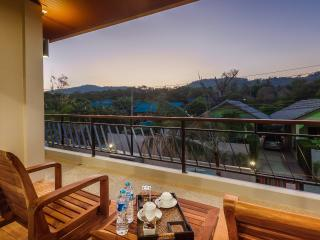 One Bedroom Suite Mountain View Stylish Near Naiharn Beach