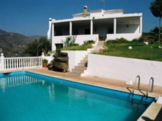 V17 GORGEOUS VILLA IN TORROX FOR 10 PAX, Nerja