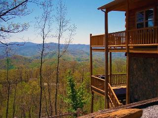 Above the Trees - Mountain Top Cabin with Amazing View, Pool Table, and Wi-Fi Just 15 Minutes from the Great Smoky Mountains Railroad, Bryson City