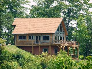 High Haven Cabin Large Mountainside Rental with an Unforgettable View, Wi-Fi, and a Pool Table Just 5 Miles from the Great Smoky Mountains Railroad, Bryson City