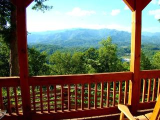 Wind Song Cabin - Beautifully appointed with gorgeous long range view from indoors or out. Quiet and Secluded with Internet, Bryson City