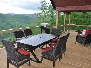 Smoky Mountain High - Spacious Luxe Cabin - Pool Table, Hot Tub and Spectacular