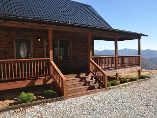 A Walk In the Clouds - Brand New 2 Bedroom Cabin with Pool Table and Magnificent View - 18 Miles to Harrahs Casino, Bryson City