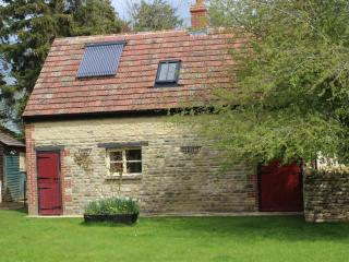 2 bedroom farm cottage near Witney