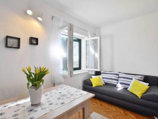 Matej - Clean and sunny apartment near Split