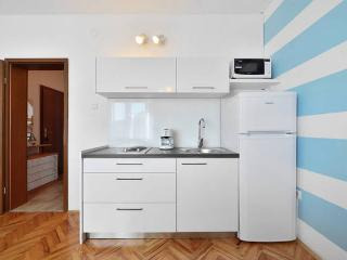 Matej apartments in Podstrana -kitchen