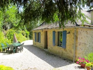 Beautiful stone-built house in large garden 5 minutes from Najac