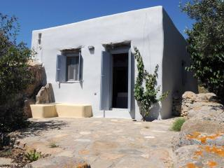 Rock Cottage in Tinos, Exomvourgo