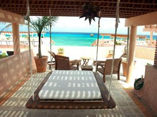 Oceanfront with pool 2 bedroom penthouse (LEG3), Playa del Carmen