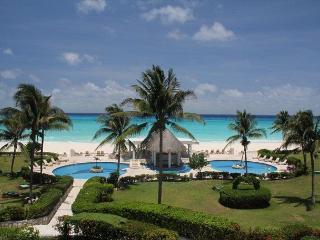 Oceanfront with pool 3 bedroom in Xaman Ha (XH7122), Playa del Carmen