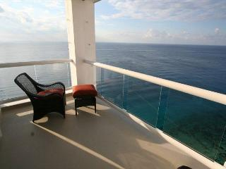 Oceanfront with pool 3 bedroom in Peninsula Grand (PG12A), Cozumel