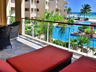 Affordable Downtown Beachfront! 3 bedroom Ocean view condo (EFC202)