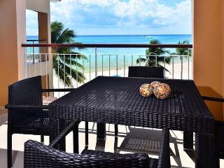 Spacious beachfront condo; 1-bdrm, 2-bathroom (EFS308), Playa del Carmen