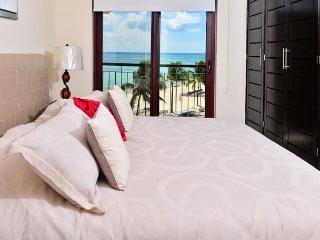 Spacious beachfront condo; 1-bdrm, 2-bathroom (EFS308), Playa del Carmen